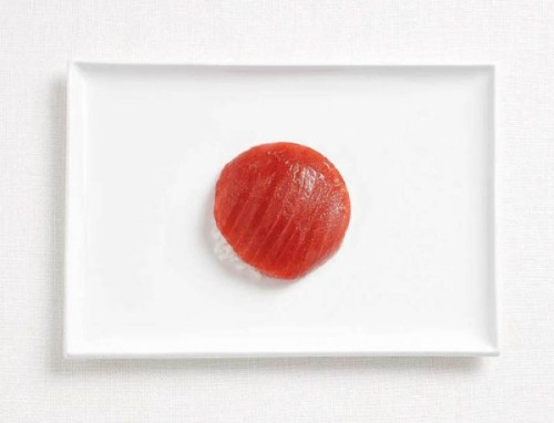 Bandeira do Japão feita de atum e arroz.