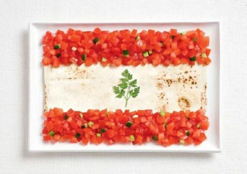Bandeira do Líbano feita de lavash, fattoush e erva raminho.