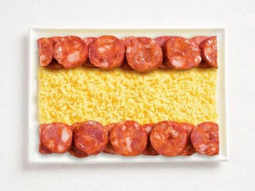 Bandeira da Espanha feita de chorizo e arroz.